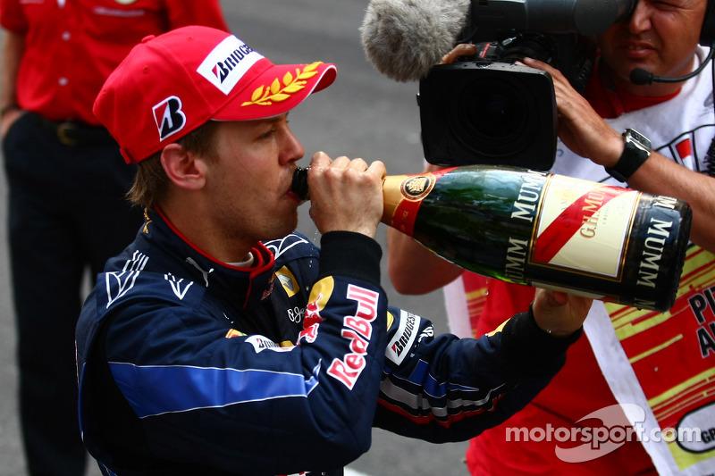 Podium : deuxième place pour Sebastian Vettel, Red Bull Racing