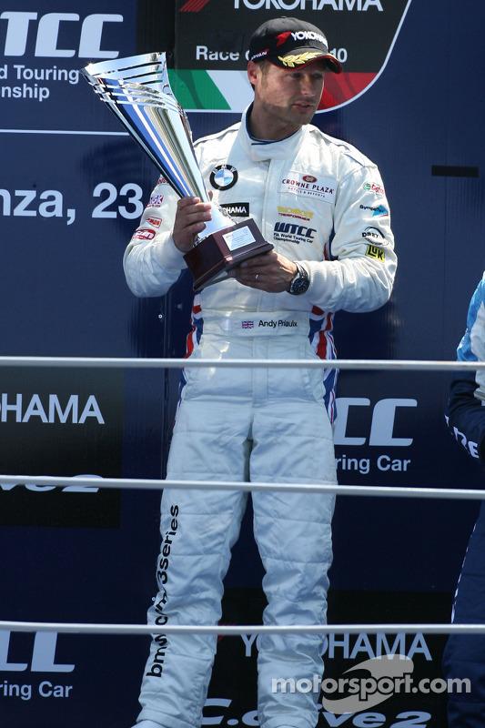 Podium: winnaar Andy Priaulx, BMW Team RBM