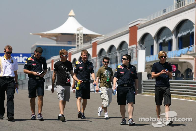 Sebastian Vettel (Red Bull Racing) marche sur le circuit