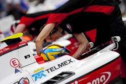 Esteban Gutierrez prepares to qualify