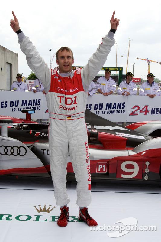 Race winnaar Timo Bernhard in parc fermé
