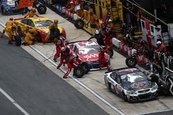 Kevin Harvick, Stewart-Haas Racing Chevrolet, Austin Dillon, Richard Childress Racing Chevrolet, Joey Logano, Team Penske Ford