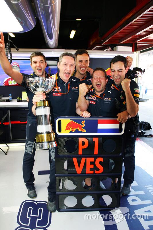 La Red Bull Racing festeggia la vittoria di Max Verstappen