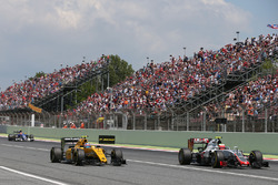 Jolyon Palmer, Renault Sport F1 Team RS16;  Esteban Gutierrez, Haas F1 Team VF-16