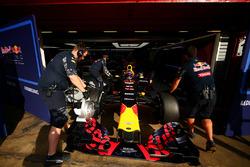Макса Ферстаппена, Red Bull Racing заталкивают обратно в гараж