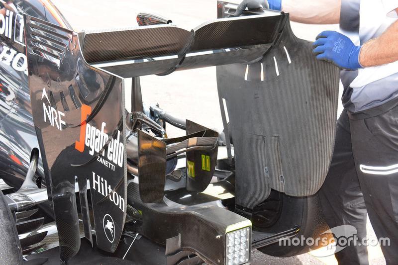 McLaren MP4-31, l'ala posteriore