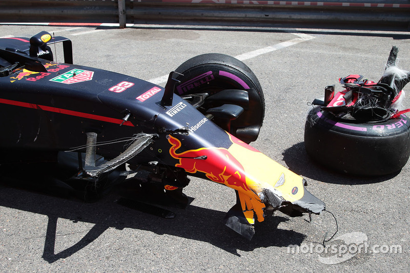 La Red Bull Racing RB12 danneggiata di Max Verstappen, Red Bull Racing