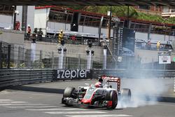 Romain Grosjean, Haas F1 Team VF-16 bloque une roue au freinage