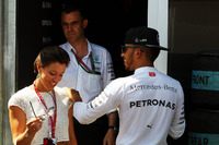 Lewis Hamilton mit Nora Zetsche