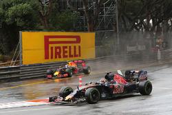 Daniil Kvyat, Scuderia Toro Rosso STR11 and Max Verstappen, Red Bull Racing RB12