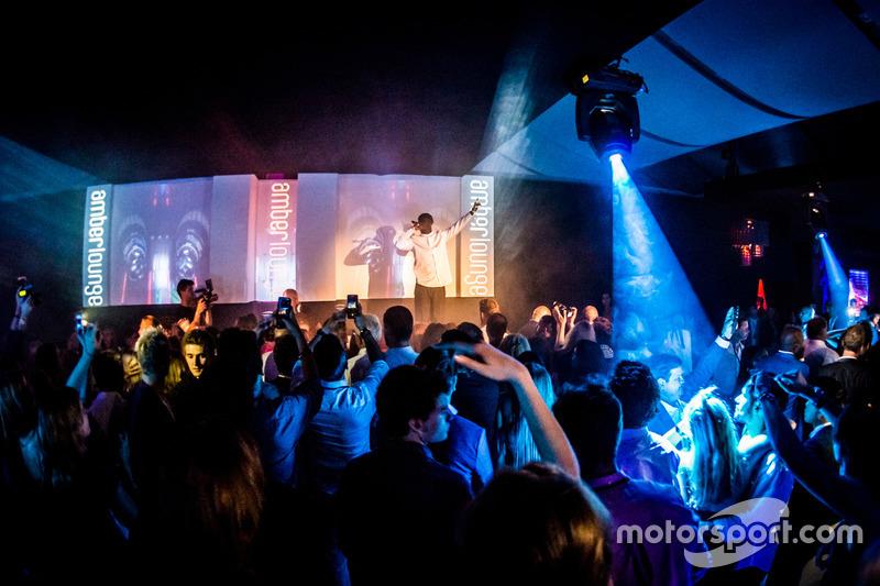 Fiesta de pilotos en el Amber Lounge F1