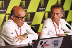 Carmelo Ezpeleta, CEO de Dorna Sports, Franco Uncini, oficial de seguridad Grand Prix FIM