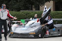 Les vainqueurs, #10 Wayne Taylor Racing Corvette DP : Ricky Taylor, Jordan Taylor with father Wayne Taylor