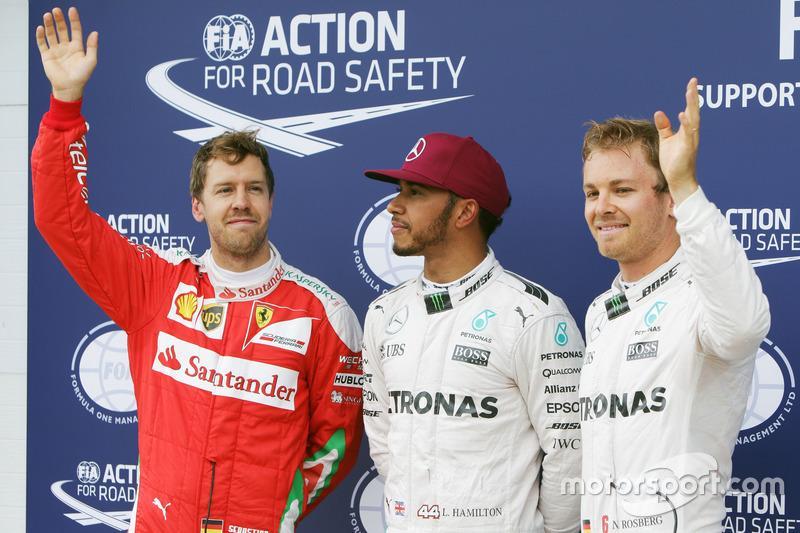 La Top 3 delle qualifiche nel parco chiuso: Sebastian Vettel, Ferrari, terzo; Lewis Hamilton, Mercedes AMG F1, pole position; Nico Rosberg, Mercedes AMG F1, secondo