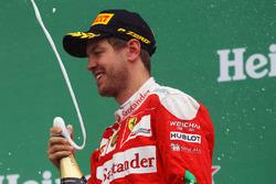Sebastian Vettel, Ferrari festeggia il suo secondo posto sul podio