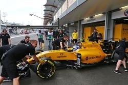 Джолион Палмер, Renault Sport F1 Team RS16 в гараже
