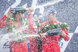 منصّة تتويج فئة جي تي للهواة: الفائزين بالسباق رقم 62 سكوديريا كورسا فيراري 458 إيطاليا: بيل سويدلر، جيف سيغال، تاونسند بيل