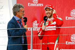 (L naar R): Eddie Jordan, op het podium met Sebastian Vettel, Ferrari (tweede)