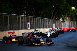 Daniil Kvyat, Scuderia Toro Rosso STR11, vor Max Verstappen, Red Bull Racing RB12