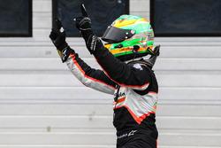 Победитель гонки Джехан Дарувала, Josef Kaufmann Racing