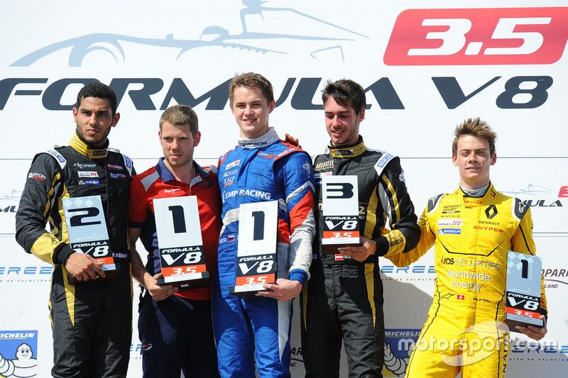 Podio: ganador de la carrera Egor Orudzhev, Arden Motorsport, segundo lugar Roy Nissany, Lotus, tercer lugar Rene Binder, Lotus