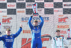 GT podium: pemenang Ryan Eversley, RealTime Racing, peringkat kedua Peter Cunningham, RealTime Racing, peringkat ketiga Adderly Fong, Bentley Team Absolute