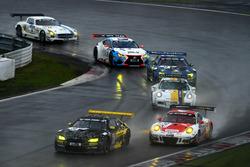 #36 Walkenhorst Motorsport, BMW M6 GT3: Jörg Müller, Jesse Krohn, Victor Bouveng; #30 Frikadelli Racing Team, Porsche GT3 R: Norbert Siedler, Patrick Huisman, Sabine Schmitz