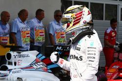 Lewis Hamilton, Mercedes AMG F1 viert zijn pole in parc ferme