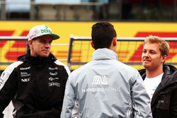 (L to R): Nico Hulkenberg, Sahara Force India F1 with Pascal Wehrlein, Manor Racing and Nico Rosberg, Mercedes AMG F1 on the drivers parade