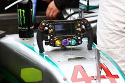 Lewis Hamilton, Mercedes AMG F1 W07 Hybrid - il volante