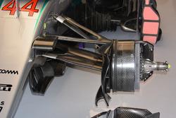 Ensamblado del freno delantero del Mercedes AMG F1 W07 Hybrid