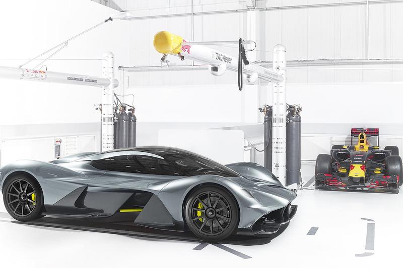 Welk F1-team ontwikkelde samen met Aston Martin deze wagen?
