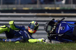 Valentino Rossi crashes