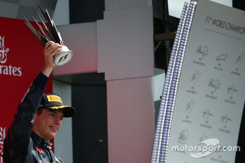 Verstappen se llevó todos los elogios por una nueva gran carrera. Su adelantamiento por el exterior a Nico Rosberg fue la maniobra del día.
