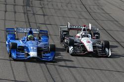 Tony Kanaan, Chip Ganassi Racing, Chevrolet; Helio Castroneves, Team Penske, Chevrolet