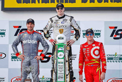 Podium: race winner Josef Newgarden, Ed Carpenter Racing Chevrolet, second place Will Power, Team Penske Chevrolet, third place Scott Dixon, Chip Ganassi Racing Chevrolet