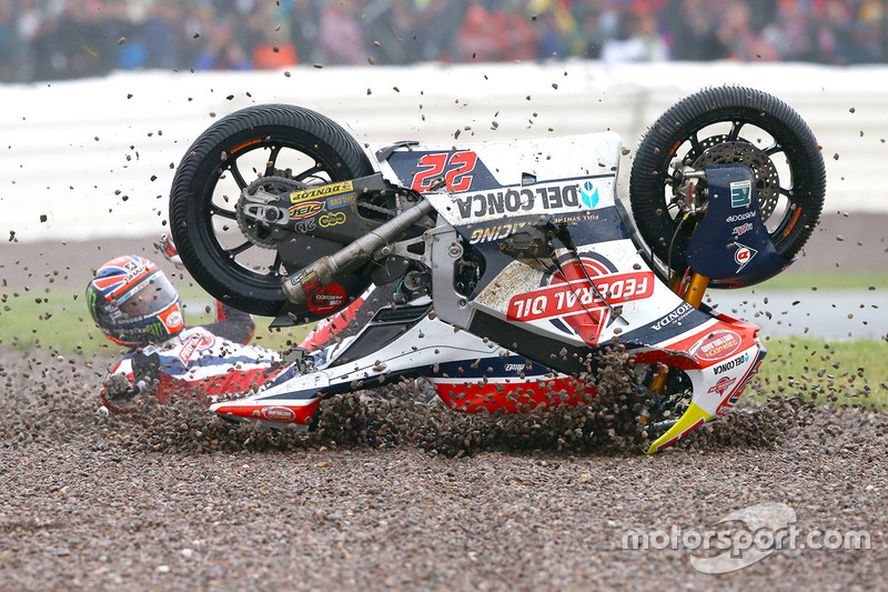 Crash: Sam Lowes, Federal Oil Gresini Moto2
