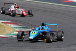 Диего Сиантини, Jenzer Motorsport впереди Артема Петрова, DR Formula
