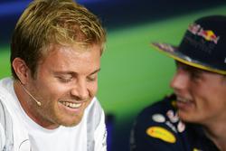 Ніко Росберг, Mercedes AMG F1 та Макс Ферстаппен, Red Bull Racing на прес-конференції FIA