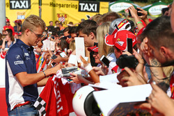 Marcus Ericsson, Sauber F1 Team signs autographs for the fans