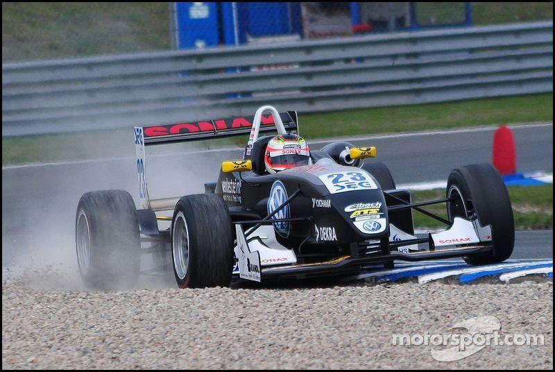 F3 car missing the line, ATS Formel 3 Cup Oschersleben I 2010