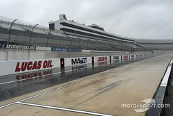 Chuva cancela programação em Dover