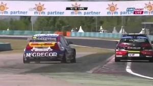 WTCC Hungaroring race highlights: Real touringcar racing with Tom Coronel 2013