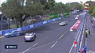 Porsche Carrera Cup Australia, Choque de Campbell y Ross en Adelaida