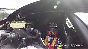 Max Verstappen toma Jos alrededor de Spa-Francorchamps, en los Renault RS 01