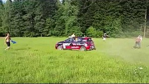 Driver narrowly avoids group of fans in Polish rally