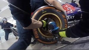 Les mécaniciens Toro Rosso s'entraînent aux arrêts aux stands
