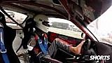 Rennfahrer ohne Arme beim Driften