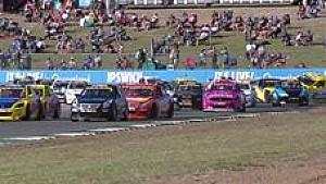 Ipswich: Wilder Tourenwagen-Crash